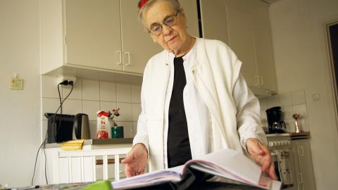 50 000 kronor försvann från Ingrid Björkmans konto. Men banken kan inte hjälpa henne att spåra pengarna.   Bild: Malin Beeck