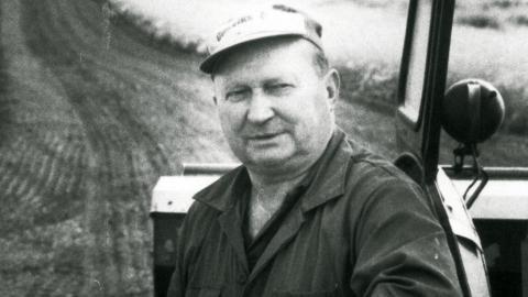 Sjöbo-bonden Sven-Olle Olsson blev känd när han ordnade folkomröstning om huruvida kommunen skulle ta emot 15 flyktingar. Sju av tio väljare röstade nej. I september 1988 uteslöts han ur Centerpartiet. Foto: TT