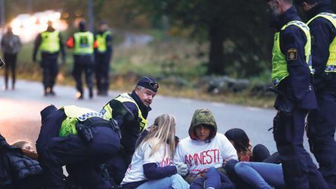 Demonstration vid Migrationsverkets förvar i Kållered, Göteborg, mot utvisning av ensamkommande till Afghanistan Foto: Thomas Johansson / TT