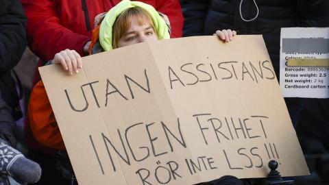 Det kan bli ett chockartat uppvaknande att inse att vi inte lever i det solidariska samhälle som LSS en gång utgick ifrån, skriver dagens debattörer. BILD: Janerik Henriksson/TT