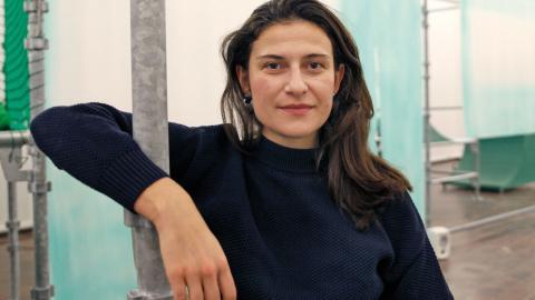 Alida Ivanov, curator för Mozart's ghost började arbeta med utställningen i våras. När hon fick kontakt med konstnärskollektivet 0s+1s fastslogs att utställningen skulle handla om cyberfeminism. Foto: Christian Egefur