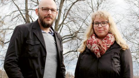 """""""Vi har framfört krav på högst 15 barn i barngrupperna. Det kanske inte händer  redan i höst, men det kan vara ett steg åt det hållet"""", säger Daniel Stolt och  Josefin Eman, medlemmar i Föräldranätverket i Umeå. Bild: Liselotte Holm"""