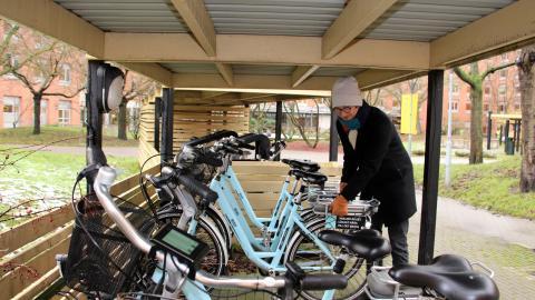 """""""Det kostar en del att köpa en elcykel. Det kan därför vara en investering som många drar sig för om de inte först har fått prova hur det känns"""", säger Olof Rabe, projektsamordnare på gatukontoret i Malmö. Bild: Jenny Wickberg"""