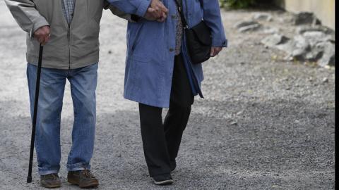 En arbetarregering ska inte höja pensionsåldern, skriver dagens debattörer. Anders Wiklund/TT