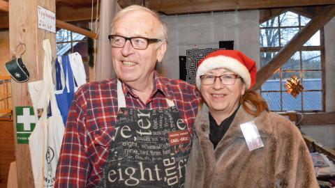 Paret Carl-Eric och Eva Persson har omvandlat det gamla sädesmagasinet till konsthantverksmarknad.