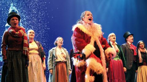 Göteborgsoperans orkester, kör och barnkör, är med och sprider julstämning i musikalen. Foto: Caroline Axelsson