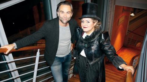 """Erik Ståhlberg och Carina Söderman ser fram emot premiären. """"Alla kostymer, masker och karaktärer, kören och barnkören. """"Den här musikalen känns verkligen som en smällkaramell"""", säger Erik Ståhlberg. Foto: Caroline Axelsson"""