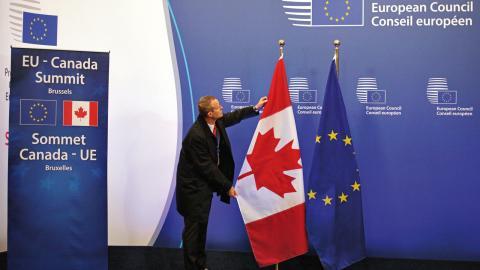Ceta är det mest omfattande handelsavtalet som någonsin förhandlats –ändå har debatten i Sverige varit förhållandevis tyst. Bild: Olivier Matthys/AP