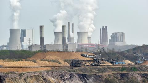 """""""Varför klamrar du dig fast vid fossilt och kärnkraft, Hökmark?"""" Så löd rubriken på en debattartikel signerad Jakop Dalunde, MP, som publicerades i Dagens ETC den 11 dec. I dag svarar Gunnar Hökmark, M. Bild: Martin Meissner/AP"""