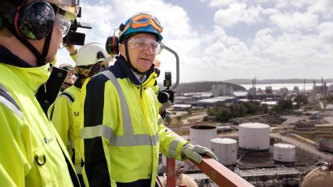 I somras besökte Stefan Löfven Borealis krackeranläggning  i Stenungssund. Samma  månad började företaget importera etan från USA:s  kritiserade frackingindustri  med jättefartyget Aurora.