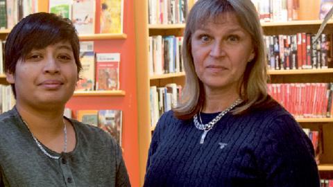 Hafeela Doole och Merja Söderlund är språkombud på Lindgården.  Bild: Thomas Ekenberg