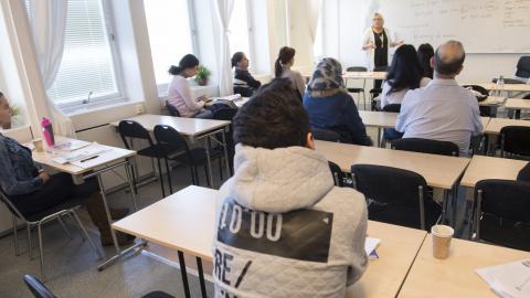 """""""Vi satsar särskilt på åtgärder för att få in utrikes födda kvinnor på arbetsmarknaden"""", skriver debattören. Bild: Fredrik Sandberg/TT"""