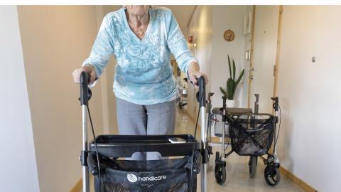 Vänsterpartiet vill i stället för privatiseringen se mer inflytande för de äldre i behov av hjälp och mer resurser till äldreomsorgen.   Bild: Gorm Kallestad/TT