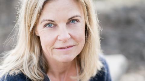 Ulla Nissen skildrar vilka följder ett sexuellt övergrepp får och hur det påverkar livet.  – Jag hade helt ärligt inte fullt ut förstått det innan jag fick se det på nära håll.  Bild: Juliana Wiklund