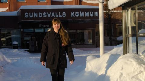 Sex timmar om dagen på jobbet är det som gäller för Stina Karlman och hennes kollegor på socialtjänsten i Sundsvall. Efter ett lyckat försök permanentas arbetstidsmodellen samtidigt som förkortad arbetstid införs på fler arbetsplatser inom förvaltningen.  Bild: Thomas Ekenberg