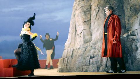Zerbinetta, skildrad av Sofia Asplund, är gycklargruppens ledare. Rollen anses vara väldigt svårspelad på grund av en 12-minuters aria. Foto: Caroline Axelsson
