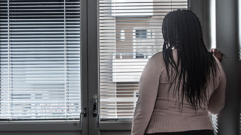 """""""Det är nu dags att metoorevolutionen blir en rörelse som går ännu ett steg längre och uppmärksammar våldet som drabbar tusentals kvinnor i Sverige idag. I hemmen, av sina närstående! Systematiskt och på daglig basis runt om i landet"""", menar debattören. Foto: Isabell Höjman/TT"""