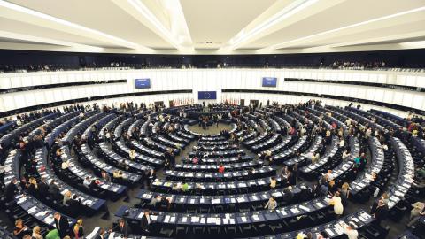 Till följd av det växande politikerföraktet i Europa har nu en rad initiativ dragits igång för att stävja det demokratiska underskottet. Även på EU-nivå finns                        förslag om medborgarmöten som ska ge invånarna insyn och inflytande. Bild: Maja Suslin/TT