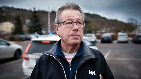 Anders Pihlström är vid fabriksbutiken för att köpa kex. Men att handla kex från Göteborgskex tänker han sluta med om bageriet flyttas. Foto: Martin Spaak