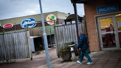 Många i Kungälv jobbar på kexfabriken, och till och med busshållplatsen är döpt efter bageriet. Foto: Martin Spaak