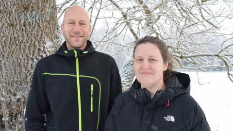 Viltforskarna Jens Persson och Camilla Wikenros på Grimsö forskningsstation ser fram emot att få förse varg, järv och älg med sändare i vinter.  BILD: Rolf Larsson