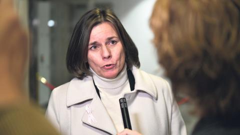 Isabella Lövin presenterade den nya klimatlagen i början av förra året – 1 januari trädde den i kraft. Kritiker har pekat på att den inte är rättsligt bindande och att den är underställd den ekonomiska tillväxten.   Bild: Vilhelm Stokstad/TT
