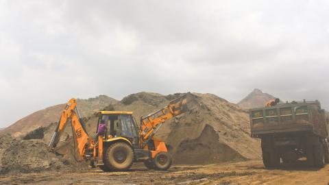 När hus byggs av sand från maffian ökar risken för att husen ska kollapsa. Bild: Commons