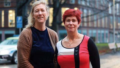 Louise Kristensson och Katharina von Sydow på Polisförbundet Väst tycker det är dags att arbetsgivaren undersöker hur utbrett problemet med sexuella trakasserier är inom polisregion Väst. Enligt dem har ingen sådan undersökning gjorts på över tio år. Foto: Sanna Arbman Hansing