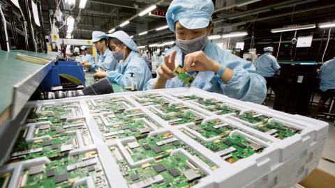 Guangdongprovinsen i Kina har länge setts som ett nav för elektronikåtervinningsindustrin.  Bild: Ng Han Guan/AP/TT