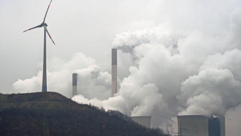 Vindkraft är numera den näst största elkällan i Tyskland. Etta ligger fortfarande brunkolet. Bild: Martin Meissner/AP