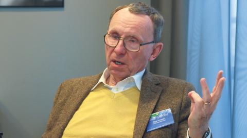 Tege Tornvall från nätverket Klimatsans tror inte på de forskningsresultat som IPCC bygger sina rapporter på. Han tycker att klimatpengarna borde gå till annat. Foto: Hanna Strömbom