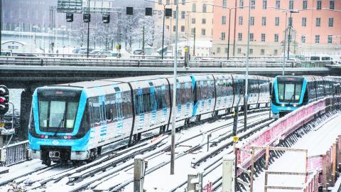 """""""Det är dags att vi får en politik som tar ansvar för Stockholms kollektivtrafik, de som arbetar i den, de som reser med den och de skattepengar som ska gå till samhällsservice"""", skriver dagens debattörer. BILD: Lars Pehrson/TT"""