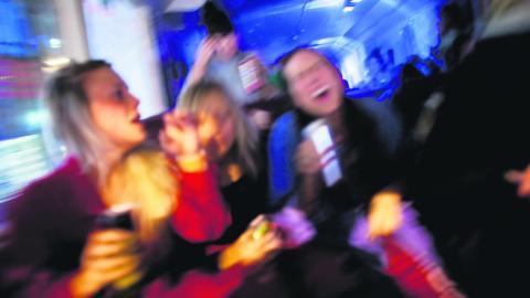 Drickandet hos de unga tonåringarna är på rekordlåga nivåer sedan mätningarna startade 1971.  BILD: Kyrre Lien/TT