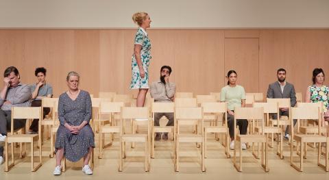 Ensemblen är väldigt medskapande i Egerbladhs föreställningar. Tillsammans med dem växer verket fram under arbetets gång.  Foto: Jeanette Frank/Jonas Nyström
