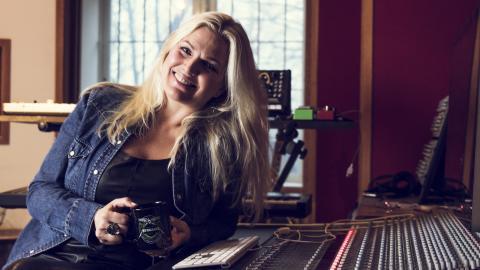 """""""Jag är en ärad glad debutant som har levt med Mello hela mitt liv"""", säger Josefine Glenmark. BILD: Johan Gustavsson"""