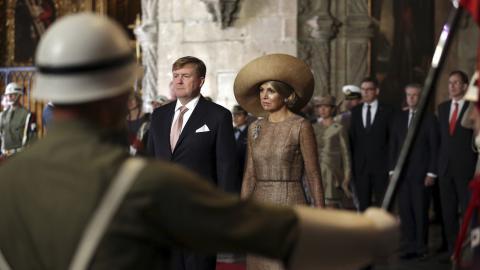 Kung Willem-Alexander och drottning Maxima av Nederländerna under ett besök i Portugal. BILD: Armando Franca / AP /TT