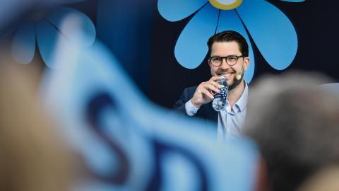 Jimmie Åkessons Sverigedemokraterna beskriver ofta sig själva som ett parti som värnar om svenska arbetare, men en ny rapport från tankesmedjan Tiden visar motsatsen.   Bild: Janerik Henriksson/TT