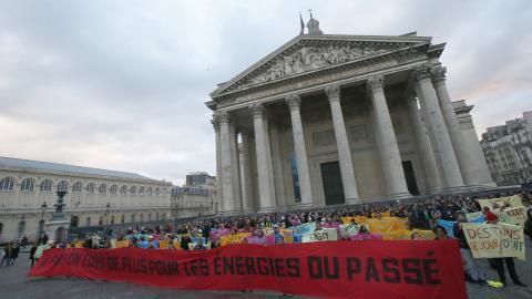 Demonstranter under klimatmötet i Paris i december 2017. BILD: Michel Euler / TT