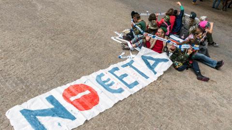 Demonstration i Bryssel mot Cetaavtalet.  Bild: Geert Vanden Wijngaert/AP/TT