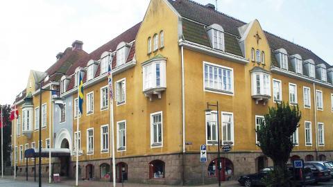Mötet hålls på Grand Hotel i Alingsås – platsen var inbokad sedan tidigare för ett möte där nämnden skulle närvara. Foto: Wikimedia Commons