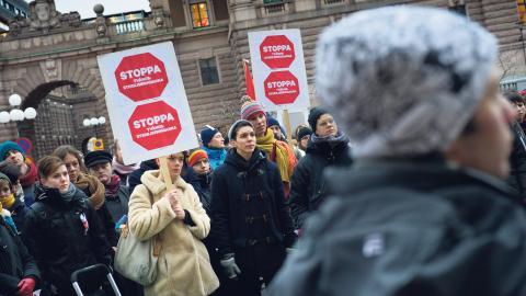 2012 arrangerade RFSL en demonstration mot tvångssteriliseringar på Mynttorget i Stockholm.  Bild: Jonas Ekströmer/TT