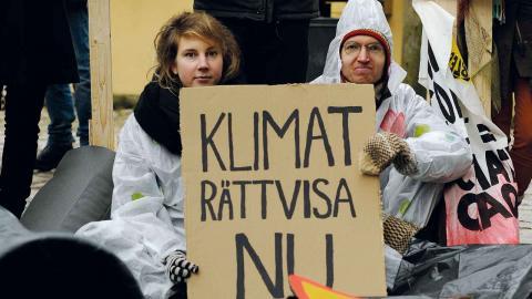 Ett skådespel vid Kronhusbodarna är en av de aktioner som gjorts inom ramen av kampanjen Fossilgasfällan. Foto: Aron Dynesius