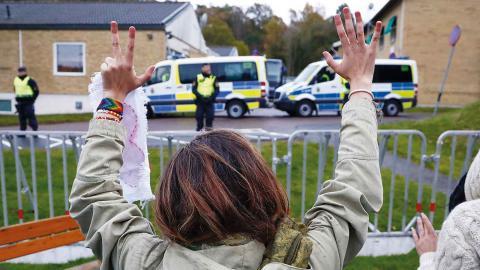 Demonstration vid Migrationsverkets förvar på Sagåsen i Kållered, Göteborg, mot utvisning av ensamkommande till Afghanistan. Foto: TT