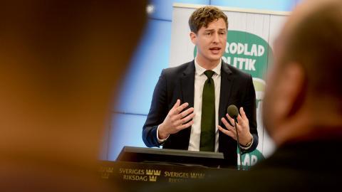 Emil Källström, Centerpartiets  ekonomiskpolitiske talesperson. Bild: Erik Nylander/TT