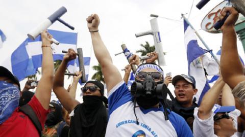 Den 9 maj samlades människor i landets än så länge största protest. Bild: Alfredo Zuniga/AP/TT