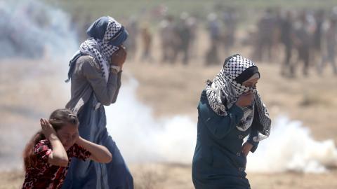 Under måndagens demonstrationer i Gaza dödades omkring 60 personer och 2 500 skadades. Bild: Khalil Hamra/AP