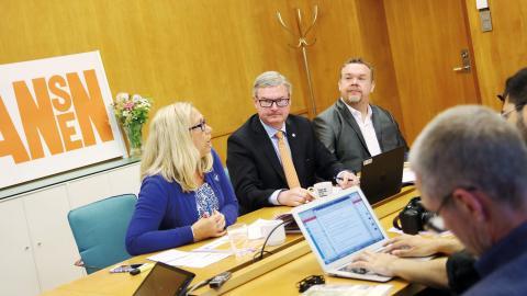 Helene Odenjung (L), Jonas Ransgård (M) och David Lega (KD) presenterade Alliansens budget i rådhuset. Bild: Elina Bratt Lejring