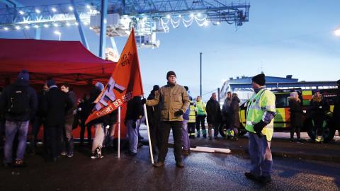 """""""Konflikten i Göteborgs hamn är bara en förevändning"""", skriver debattören. Bild: Adam Ihse/TT"""
