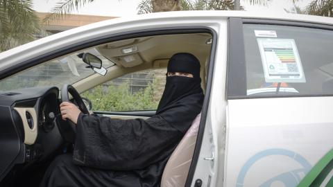 Nouf Saleh är en av omkring 600 kvinnor som lär andra kvinnor att köra bil på körskolan SDS i Saudiarabien. Bild: Sofia Eriksson