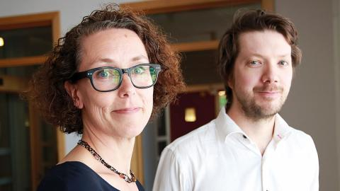 Det är många som vill lyssna till när Tinna Harling och Erik Berg berättar om Egnahemsfabriken. Nyligen höll de ett föredrag om projektet under Urban lunch-time. Bild: Caroline Axelsson